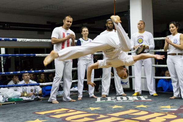 Un movimento di Capoeira, arte marziale brasiliana